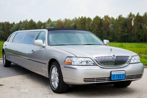 Lincoln limousine zilver fotogalerij 2